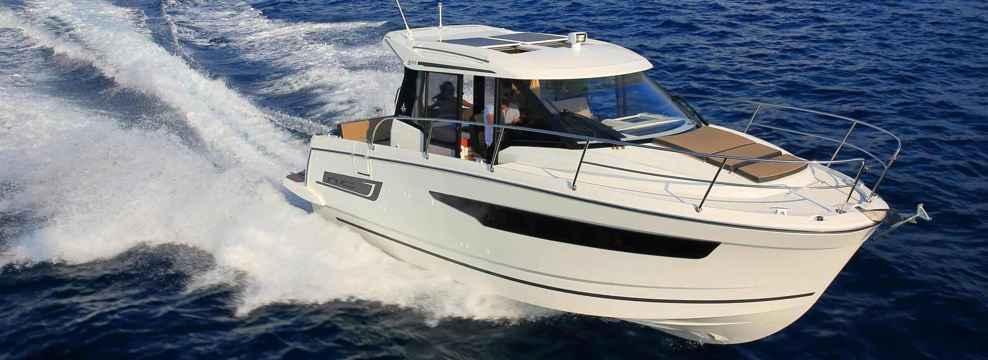 Jeanneau outboard NC 895 cruising in open water